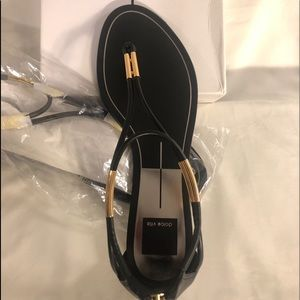 ⭐️NWT⭐️ Dolce Vita black and gold sandals, size 9